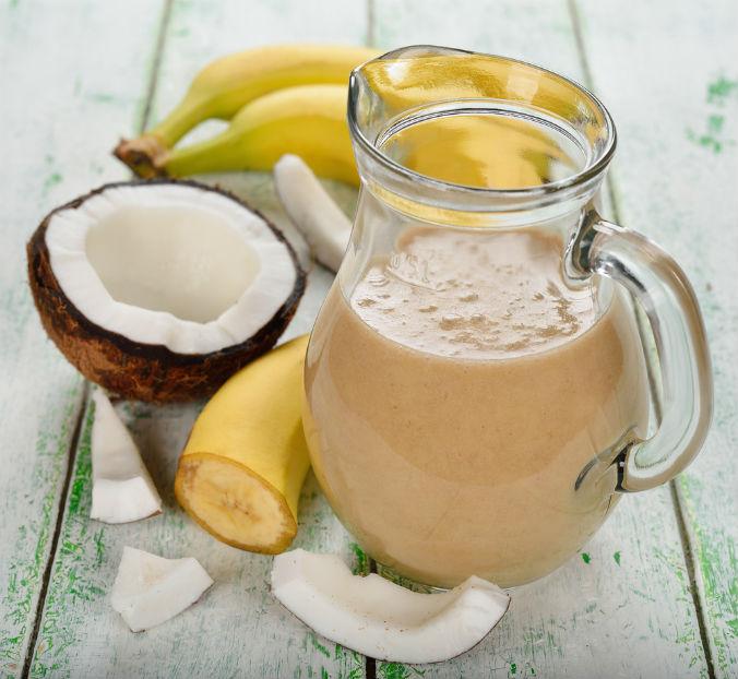 Smoothie with coconut milk (Shutterstock)