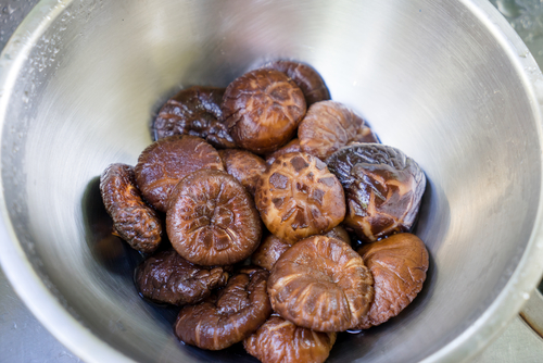 Rehydrating dried caps. (Shutterstock.com)
