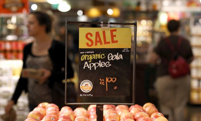 Apples are displayed at a Whole Foods grocery market in San Francisco, California, on October 15, 2014. (Photo by Justin Sullivan/Getty Images)
