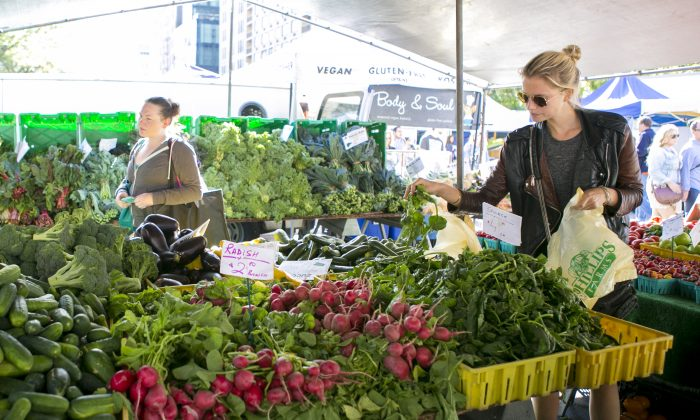 The Union Square farmer's market in Manhattan, New York, on Sept. 22, 2014. (Samira Bouaou/Epoch Times)