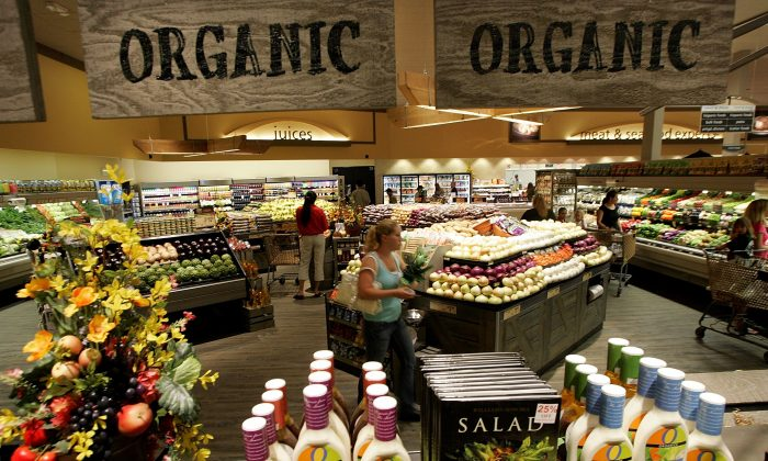 """A Safeway customer browses the fruit and vegetable section at Safeway's new """"Lifestyle"""" store July 18, 2007 in Livermore, California. (Justin Sullivan/Getty Images)"""