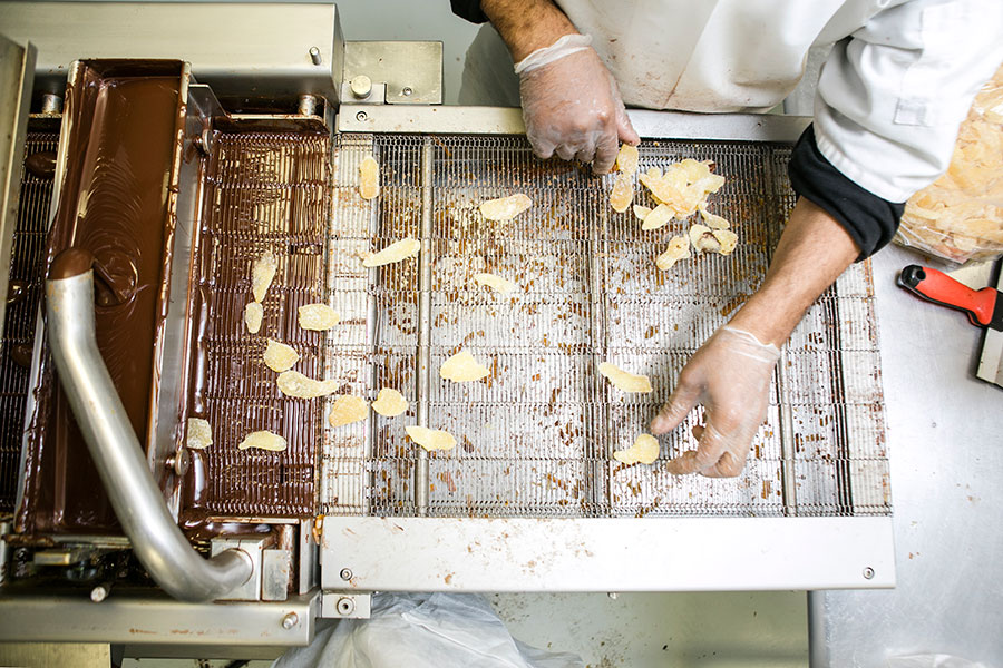 Candied ginger on the Enrobing Line. (Samira Bouaou/Epoch Times)