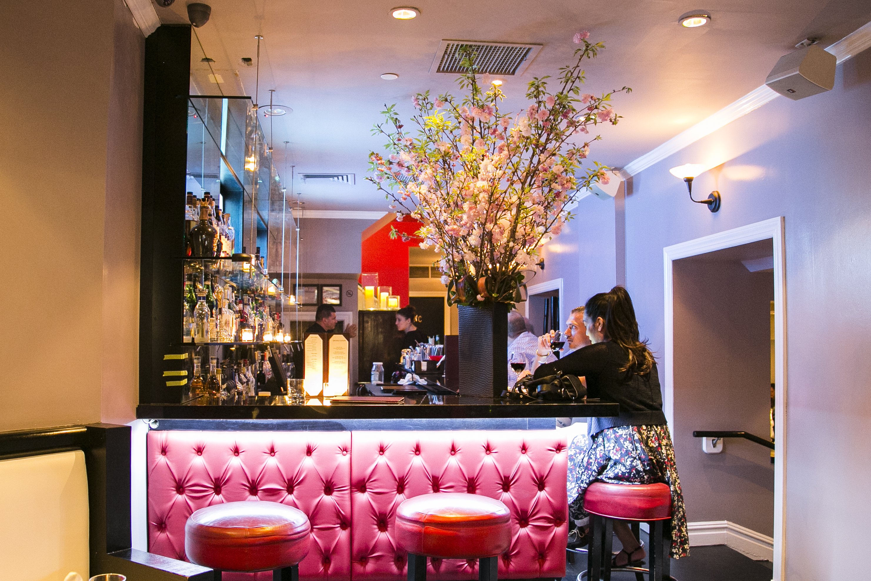 The restaurant's stylish front bar. (Samira Bouaou/Epoch Times)