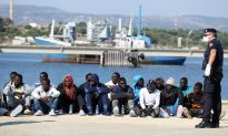 2 Suspected Migrant Smugglers Detained in Sicily