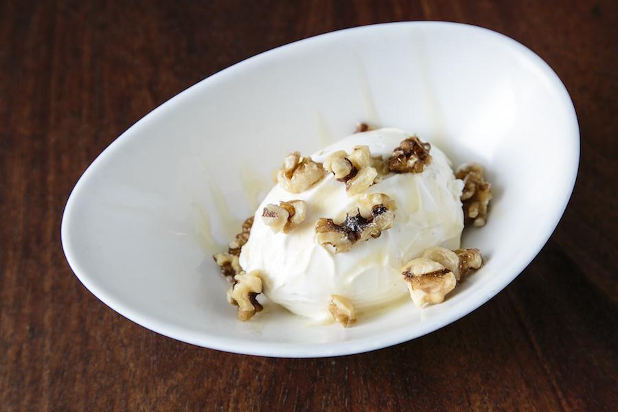 Greek Yogurt. (Samira Bouaou/Epoch Times)
