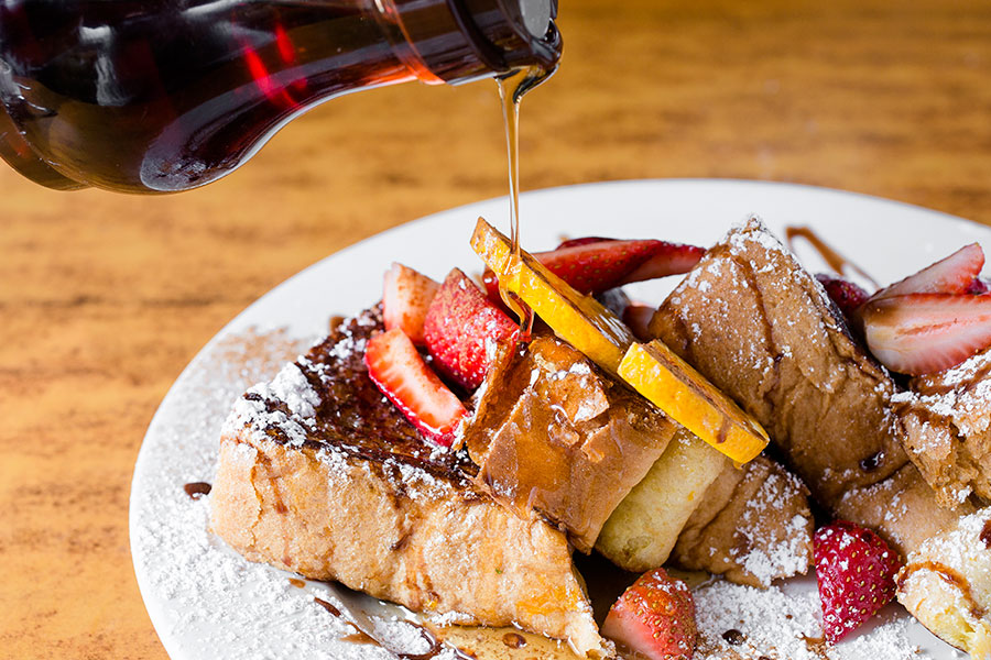 Drizzle drizzle French Toast. (Samira Bouaou/Epoch Times)