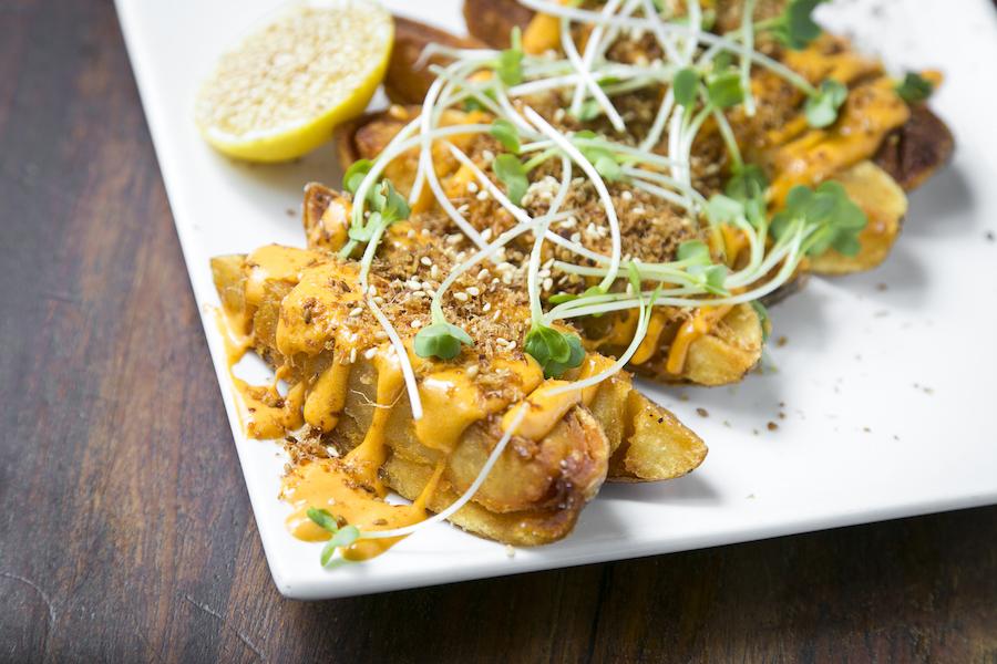 Crispy Potatoes With Sriracha Mayonnaise. (Samira Bouaou/Epoch Times)