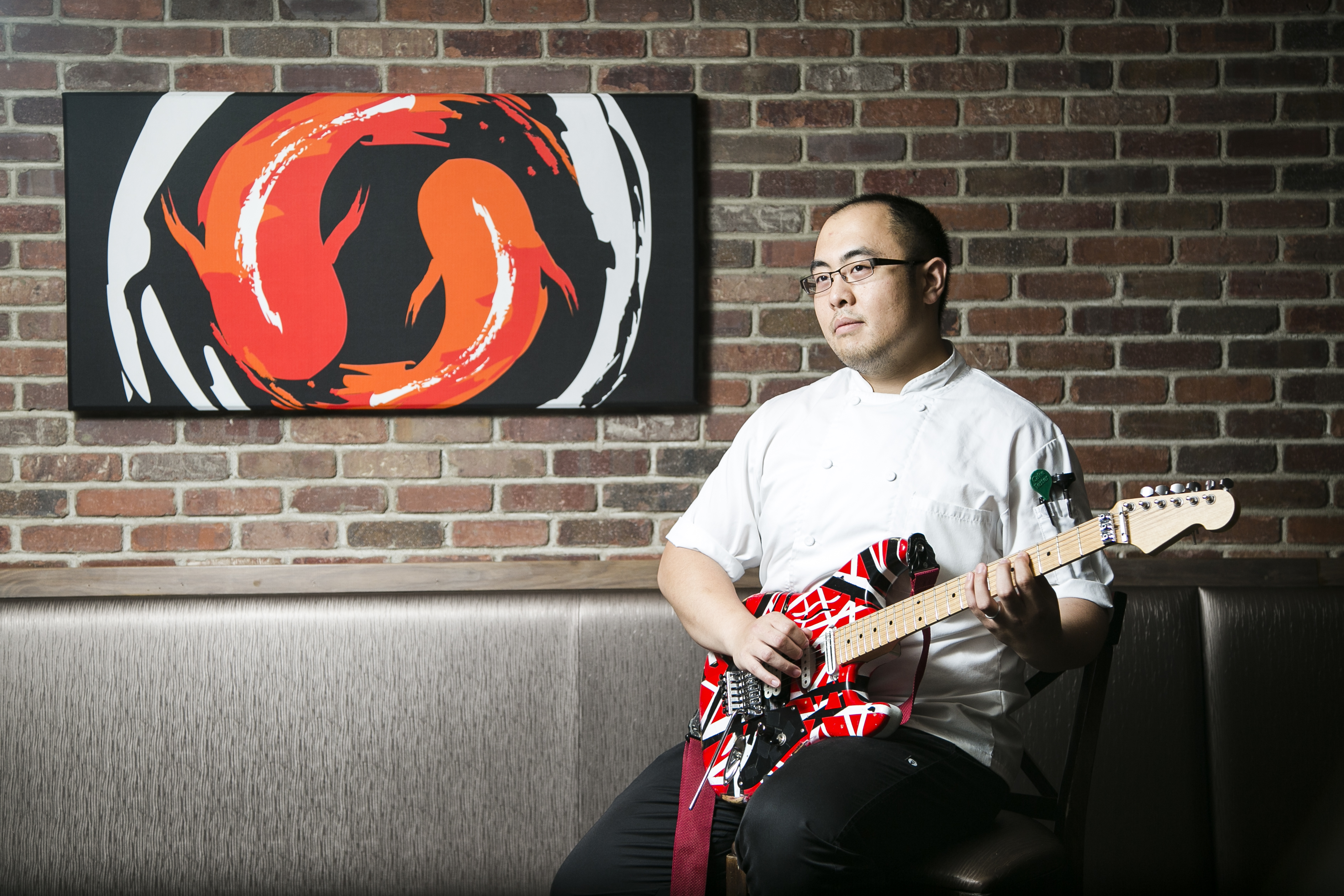 Chef Brian Tsao jamming out. (Samira Bouaou/Epoch Times)