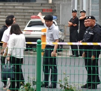 Heavy security outside the People's Court in Sanhe, Hebei Province. (Photo provided by witnesses)