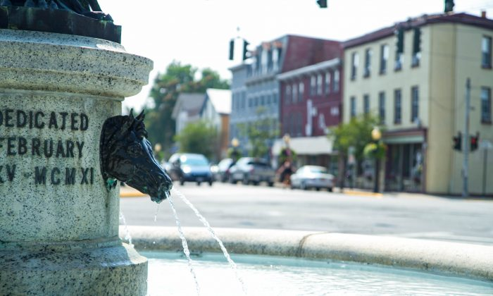 Harriman Fountain with Goshen, N.Y.'s Main Street in the background on July 1, 2015. (Holly Kellum/Epoch Times)