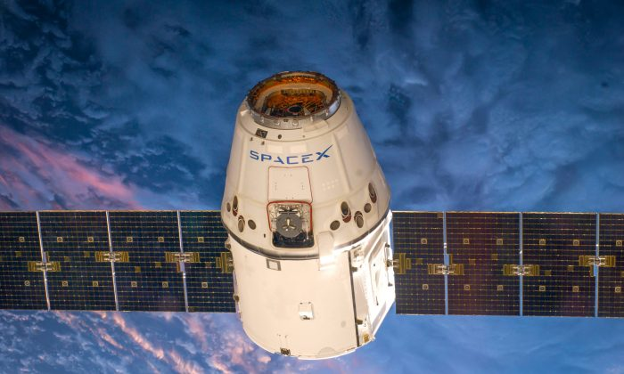SpaceX's CRS-5 Dragon seen in orbit, March. 12, 2014. (SpaceX)