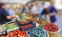 How to Avoid Pesticides on Your Food (Infographic)