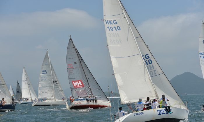 HKPN-A Division and J80 boats set off for an Islands Race at the start Race-4 of the Heb Haven Yacht Club Quest Yachting Typhoon Series 2015 at Port Shelter on Sunday July 5, 2015. (Bill Cox/Epoch Times)