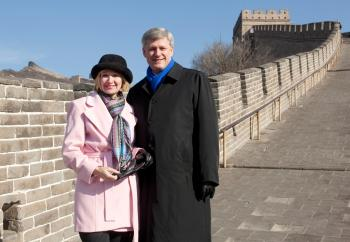 BADALING, CHINA Prime Minister Stephen Harper and his wife Laureen on Thursday during a visit the Great Wall of China. (Jason Ransom / Prime Minister's Office)