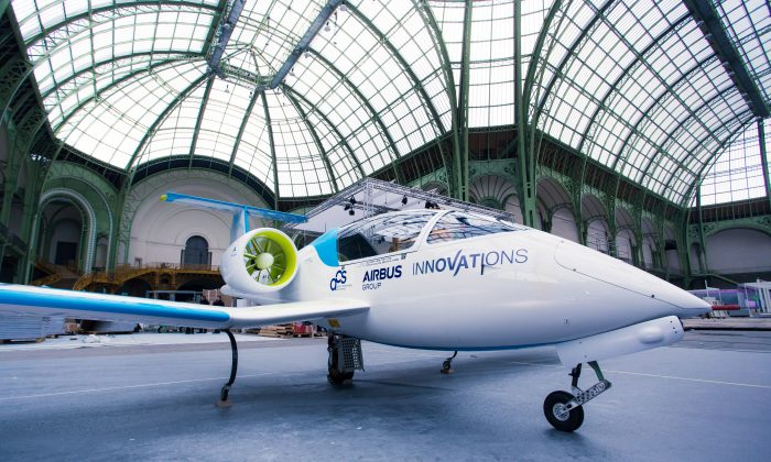 The E-Fan on display at the Osons La France economic submit from December 3-7, 2014. (Airbus)
