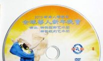 Mainland Chinese Pass Shen Yun DVDs Among Themselves