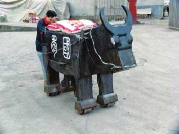 A Guangyuan carpenter re-created the Wooden Ox, a famous design from 1,800 years ago. (Internet photo)