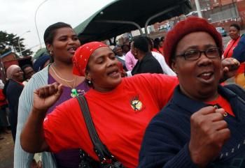South African State Workers Reject Offer, Take to Streets