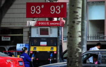 Since refinery oil prices have dropped in China, the two state-owned giants, PetroChina and Sinopec, have been controlling fuel supply, causing shortages at privately owned gas stations. (AFP/Getty Images)