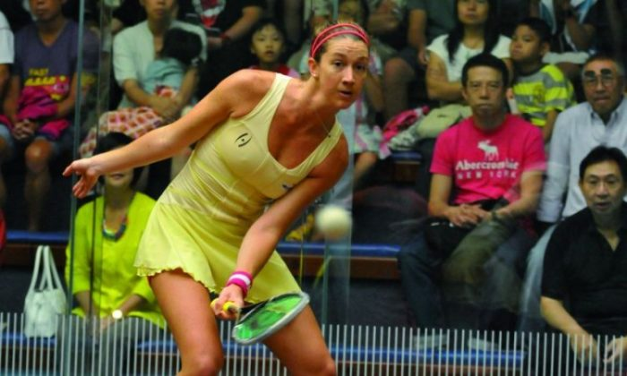 Despite carrying an ankle injury that forced her withdrawal from last month's Australian Open squash tournament, Australia's Donna Urquhart won the 8th annual Crocodile Squash Challenge Cup 2012 in Hong Kong on Sept 2. (Bill Cox/Epoch Times Staff)