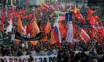 Thousands of Russians Attend Anti-Putin Protest