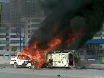 Government vehicles were set ablaze.  (Photo provided by mainland China Internet surfer)