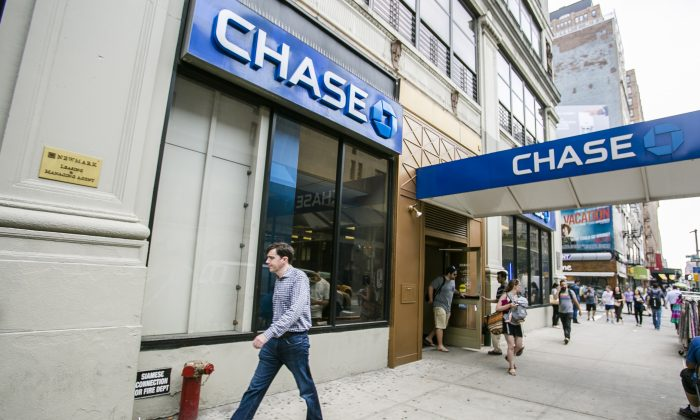 Chase bank in the Chelsea neighborhood of Manhattan on July 7, 2015. (Samira Bouaou/Epoch Times)