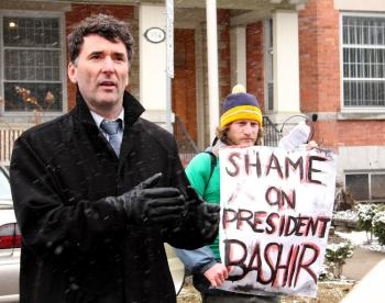 STRONGER ROLE FOR CANADA: NDP Foreign Affairs Critic Paul Dewar speaking at the April 7 rally on what more Canada can do in Darfur. (Samira Bouaou/The Epoch Times)