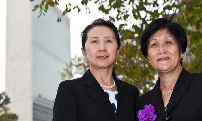 Dr. Wenyi Wang (R) and Dr. Cynthia Liu, (L) members of the medical advocacy group Doctors Against Forced Organ Harvesting, prepare to deliver the petition to the office of Susan E. Rice, the United State's Ambassador to the United Nations, in New York. The petition called on the U.S. government to call China to account for longstanding allegations of organ harvesting from prisoners of conscience. (Amal Chen/The Epoch Times)