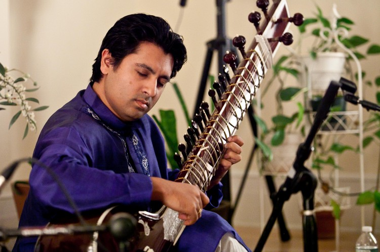 Indrajit Roy-Chowdhury playing the sitar at Chandayan's Ragas for Truth, Compassion, and Tolerance, Sept. 28 in New York.