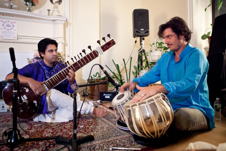 Indrajit Roy-Chowdhury playing the sitar (L) and Ehren Hanson on tabla (R) at Chandayan's Ragas for Truth, Compassion, and Tolerance, Sept. 28 in New York.