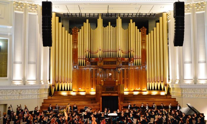 Evergreen Symphony Orchestra at their Australian debut in Brisbane's City Hall, July 14, 2015. (Sybille Lee/Epoch Times)