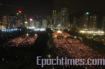 A record number of people attend the candlelight vigil. (Li Ming/The Epoch Times)