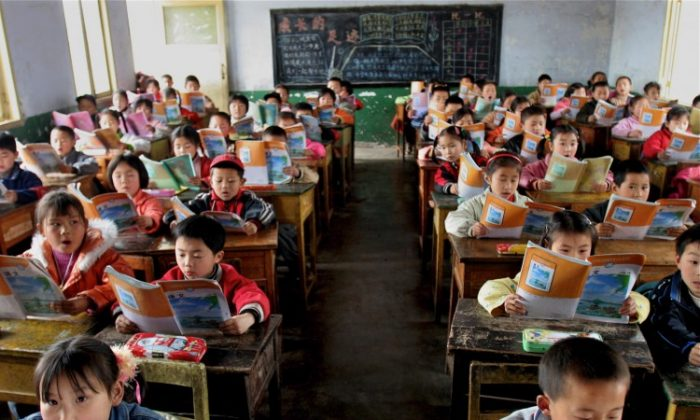 In Sichuan Province, an elementary school class reads the standardized textbooks for learning Chinese. (China Photos/Getty Images)