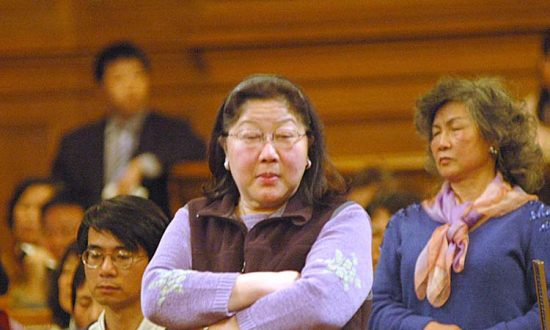 Lee Runs for San Francisco Mayor With Pak Behind
