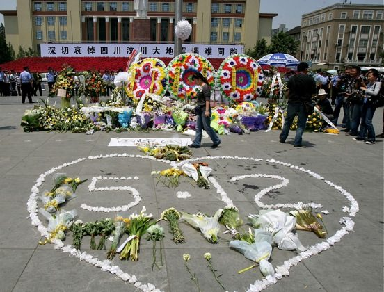 Wreaths are lain on Tianfu Square in Chengdu City, capital of Sichuan Province, on May 19, 2008, in honor of the victims of the devastating May 12 earthquake. (China Photos/Getty Images)