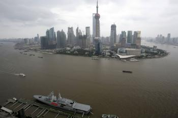 South African Navy's frigate 'Sas Spioenkkop' is seen in Shanghai as part of the activities to celebrate the 10th anniversary of the establishment of China-South Africa diplomatic ties.  (China Photos/Getty Images)