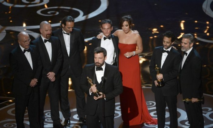 """Actor/producer/director Ben Affleck accepts the best picture award for """"Argo"""" onstage along with members of the cast and crew during the Oscars held at the Dolby Theatre in Hollywood, California, on Feb. 24, 2013. (Kevin Winter/Getty Images)"""
