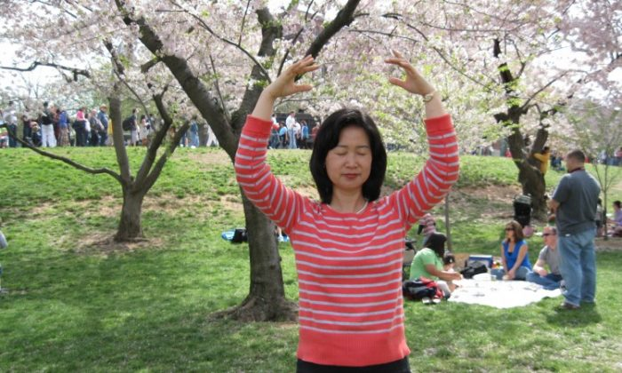 Cui Aidong, Cui Aimin's sister, practices one of the Falun Gong exercises in Washington, DC. Aidong is attempting to rescue her sister in China, after the latter was taken into custody by Chinese security forces recently. (Courtesy of Cui Aidong)