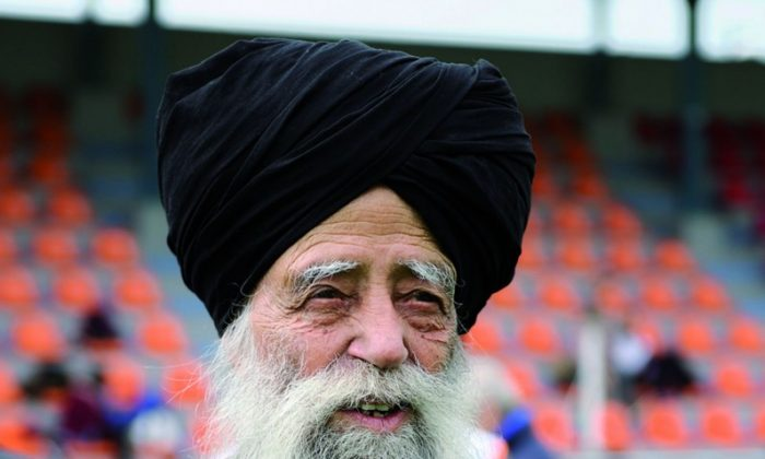 Fauja Singh at the Khalsa Sports Club presentation last Saturday Feb 4. (Bill Cox/The Epoch Times)