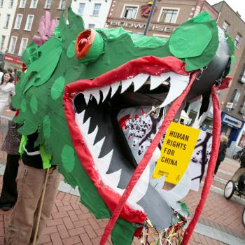 "Amnesty International members and supporters used a Chinese dragon puppet and banners to call upon the public to sign postcards supporting amnesty latest initiative. Which is to ""urge the Chinese authorities to abolish the death penalty, end censorship. (Epoch Times)"