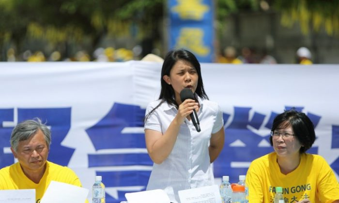 "Chung Ai, the daughter of imprisoned Taiwanese Falun Gong practitioner Chung Ting-pang, speaks at a public event on July 23 in Taipei. She was unconvinced and highly unimpressed with Chinese state media's recent claim that her father had ""admitted guilt."" (Lin Shih-chieh/The Epoch Times)"