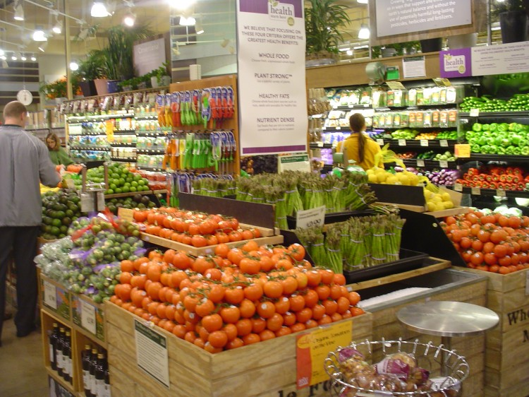 Tips to Eat Fewer Pesticides (Video)