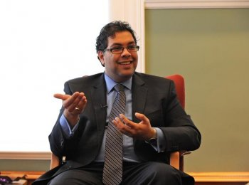 Calgary Mayor Naheed Nenshi talks with The Epoch Times about breaking through his childhood shyness and what morality guides his job as mayor. (Jerry Wu/The Epoch Times)