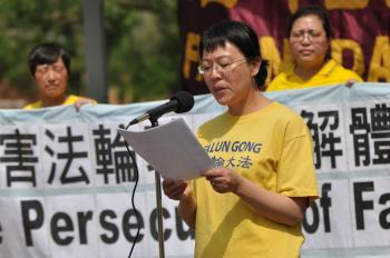 Falun Gong practitioner Shar Chen speaks of persecution suffered by her fellow practitioners in China.  (Jerry Wu/The Epoch Times)
