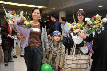 Geng He, son Tianyu, and daughter Gege (R) arrive at New York's JFK airport Saturday March 14. (Sun Mingguo/The Epoch Times)