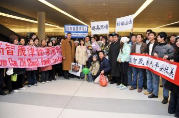 Gao Zhisheng's family receives a grand welcome at JFK airport after a harrowing trip out of China. (Sun Mingguo/The Epoch Times)