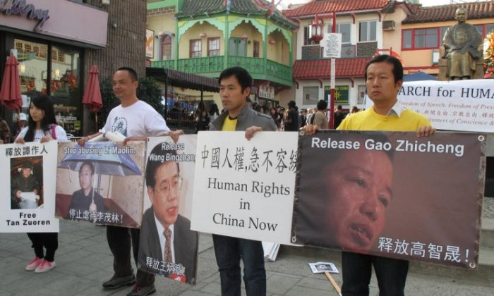 Protesters in Los Angeles called for the release of prisoner of conscience Gao Zhisheng on Dec. 9, the day before Human Rights Day. To the far right is Sun Yong, a member of the Chinese Human Rights Protection Group, and to the left of him is Zhang Jun, a former taxi driver in China who saw the corruption of the regime and now lives in the United States. (Liu Fei/The Epoch Times)