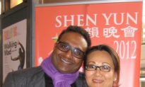 Dentist and Family Find Shen Yun Backdrops 'a very nice concept'