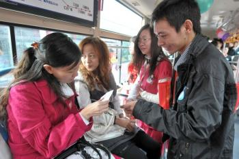 A 'Love Bus' event on Nov. 27, in Fuzhou City, southern China. Over 1,000 boarded 10 romantically decorated buses, looking for a partner. (The Epoch Times Photo Archive)